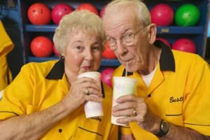 bowling-beverage-couple